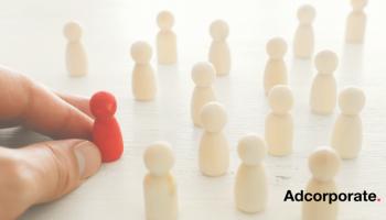 96. Op welk moment in het overnameproces moeten medewerkers geïnformeerd worden?